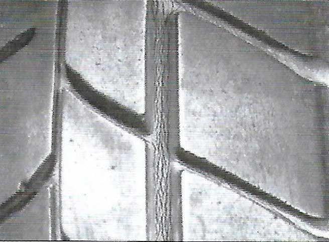 1 - Rachadura no sulco da banda de rodagem